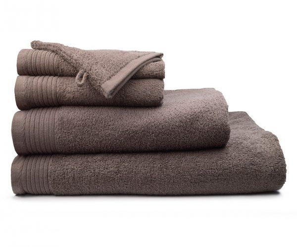 Luxe handdoek douchelaken 70 x 140 lichtbruin taupe